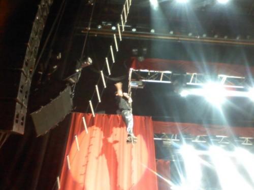 Mike Patton singing on ladder