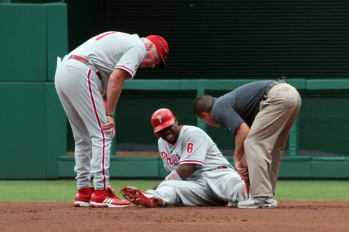 Ryan Howard gets checked out by the trainer