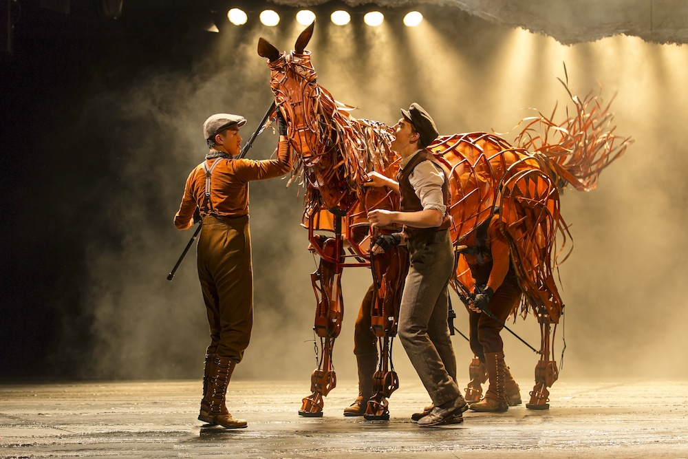 War Horse's Andrew Veenstra (Albert) with Christopher Mai, Derek Stratton, Rob Laqui (Joey) / © Brinkhoff/Mögenburg