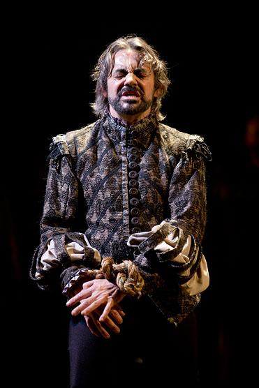 Richard Sheridan Willis as the Chorus in Henry V. Folger Shakespeare Theatre. Photo credit: Scott Suchman.