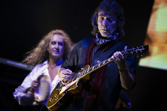 Steve Hackett live color publicity photo credit www.iconphoto.ch